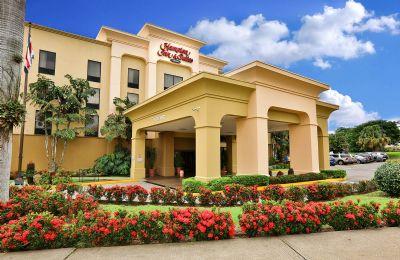 g-main-entrance-hamptonn-inn-suites